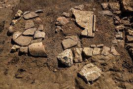 Foyer dans un bâtiment daté du Ve s. installé sur les ruines des enclos funéraires
