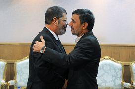 محمد مرسي مع رئيس إيران السابق محمود أحمدي نجاد - 2012
