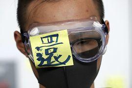 Un manifestant s'est couvert l'œil pour protester contre une blessure infligée à une manifestante par la police, Hong Kong le 12 août 2019