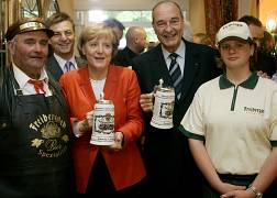 Merkel and Chirac meet to discuss bilateral and international issues.
