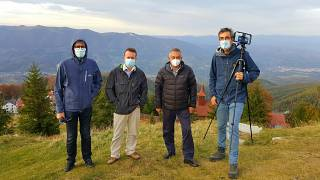 Euronews team with Romanian tourism investor Emil Părău on top of Straja mountain above the Jiu Valley