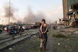 Из-за взрыва своих домов лишились около 300 тысяч человек.