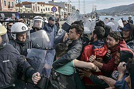درگیری پناهجویان با نیروهای امنیتی یونان