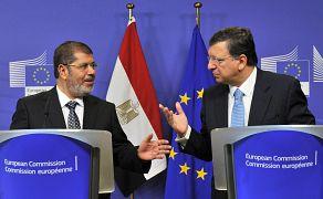 الرئيس المصري السابق محمد مرسي مع رئيس المفوضية الأوروبية جوسيه مانويل باروزو في سبتمبر/ أيلول 2012
