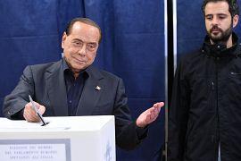 سیلویو برلوسکونی در حال رای دادن در انتخابات پارلمان اروپا