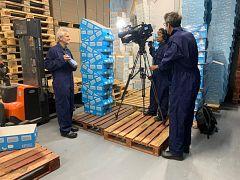 Camera-operator Martin Egter van Wissekerke and Euronews reporter Hans von der Brelie interviewing Kipster manager Maurits Groen
