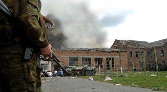 Группа террористов захватила школу №1 в Беслане во время линейки 1 сентября 2004