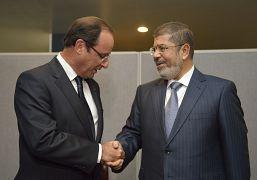 الرئيس المصري السابق محمد مرسي مع الرئيس الفرنسي السابق فرانسوا هولاند أيلول/ سبتمبر 2012
