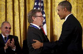 استیون اسپیلبرگ، کارگردان آمریکایی در سال ۲۰۱۵ نشان افتخار آزادی گرفت.