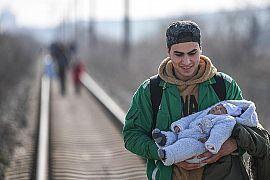پناهجویی با یک نوزاد در مرز ترکیه با یونان