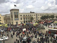 محيط محطة رمسيس في القاهرة بعد اندلاع حريق كبير فيها أسفر عن قتلى ومصابين