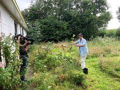 Camera-operator Martin Egter van Wissekerke filming URGENDA director Marjan Minnesma in her garden