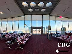 L'aéroport Paris - CDG vide.