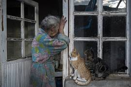 Abovyan Hasmik (69) cries at the door of her home in the village of Nerkin Sus, Nagorno-Karabakh. November 30, 2021
