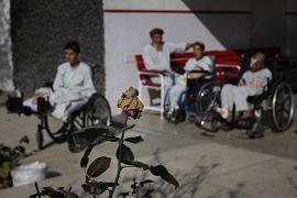 Savaş mağdurları Afgan çocukla