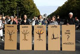 Students with placards take part in the Global Climate Strike of the Fridays for Future movement in Berlin, Germany, September 20, 2019.