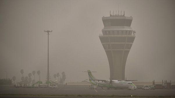 Reabren los aeropuertos de las Islas Canarias tras la fuerte tormenta de arena