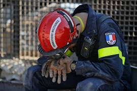 A French rescue worker rests during search efforts in the devastated Beirut port on August 7, 2020, three days after a massive blast shook the Lebanese capital