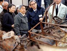 Emperor Akihito looks at the wreckage after earthquake in Kobe - 1995