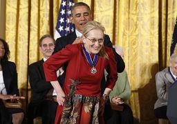 مریل استریپ، بازیگر آمریکایی در سال ۲۰۱۴ نشان افتخار آزادی را دریافت کرد.