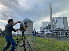 Euronews reporter at closed down coal power plant at the Amsterdam western docklands (with camera-operator Martin Egter van Wissekerke)