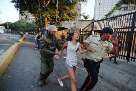 Personas detenidas por saqueos. Caracas, Venezuela. 10 de marzo de 2019.