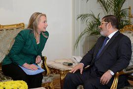 محمد مرسي مع وزيرة الخارجية الأمريكية هلاري كلينتون