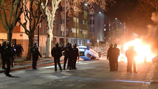 Fransa'da bir Türk polisten kaçarken kaza yaptı