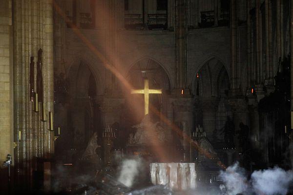 Az első kép az oltárról a tűz után