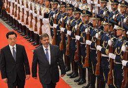 الرئيس المصري السابق محمد مرسي مع الرئيس الصيني هو جينتاو في أغسطس/آب 2012