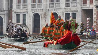 Az olasz hatóságok törölték a velencei karnevál rendezvényeit a koronavírus-járvány miatt