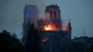 Hatalmas tűz a párizsi Notre-Dame-ban