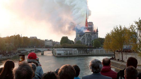 Youtube, Notre Dame yangınını 11 Eylül saldırısının görseliyle paylaştı