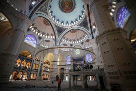 Camide aynı anda 63 bin kişi ibadet edebilecek kapasitede