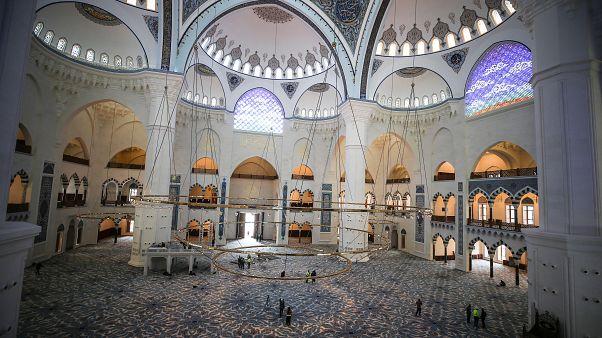 Çamlıca Camisi ibarete açıldı