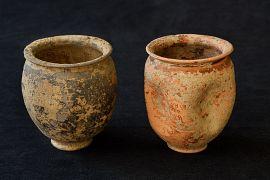 Gobelets en céramique à paroi fine provenant de tombes à crémation