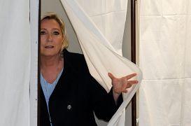 مارین لوپن در شعبه اخذ رای انتخابات پارلمان اروپا