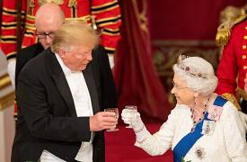 US President Donald Trump and Britain's Queen Elizabeth raise their glass