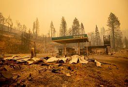 Une station service du conté de Fresno, en Californie, détruite par les flammes, le 8 septembre 2020