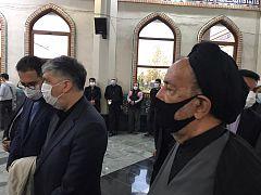 محمود دعایی و عباس صالحی در مراسم اقامه نماز بر پیکر محمدرضا شجریان، بهشت زهرای تهران