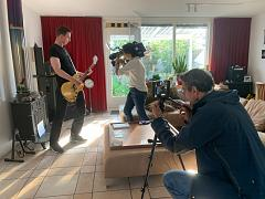 Let's punkrock with solar power: Euronews reporter Hans von der Brelie and cameraman Martin Egter van Wissekerke filming Ruud Sweerung in his energy neutral home