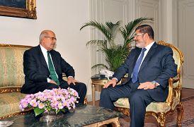 الرئيس المصري السابق محمد مرسي مع محمد البرادعي نوفمبر/ تشرين الثاني 2012