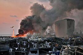 Мощному взрыву селитры в порту предшествовал крупный пожар.
