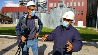 Euronews reporter Hans von der Brelie interviewing director of Paroseni coal power plant in the Romanian Jiu Valley