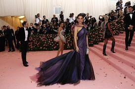 مهرجان ميت غالا السنوي للأزياء في مدينة نيويورك الأمريكية - 2019
