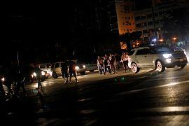 Geceleri sadece araba farları sokakları aydınlatıyor