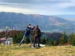 Euronews reporter Hans von der Brelie interviewing Romanian tourism investor Emil Părău at Straja resort in the Jiu Valley