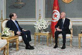 قيس سعيد مع يوسف الشاهد رئيس حزب تحيا تونس