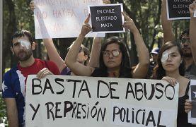 Des manifestants protestent contre la répression gouvernementale et les violences policières au Chili à Mexico le 17 novembre 2019