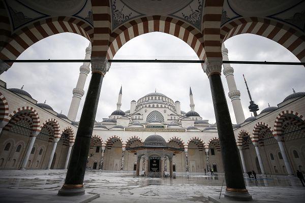 72 metre yükseklikteki kubbesi İstanbul'da yaşayan 72 milleti temsil ediyor